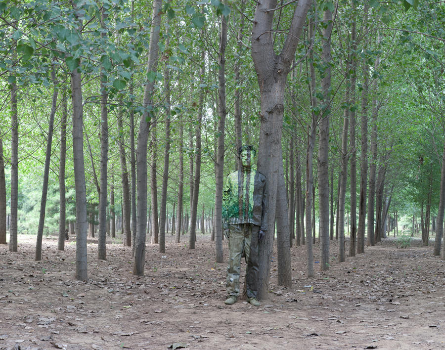 liu bolin camouflage invisible man