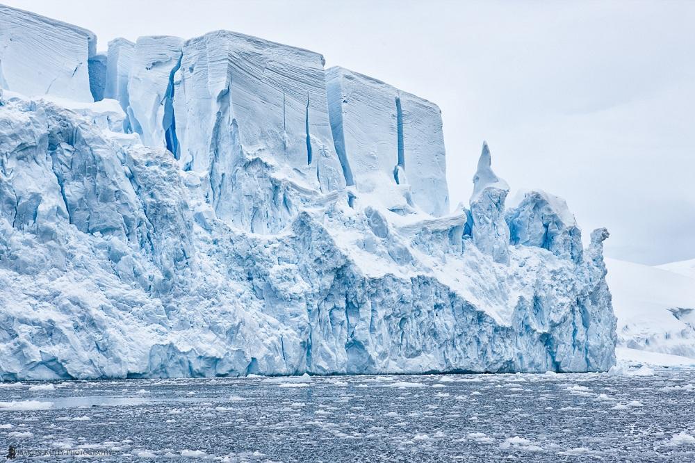 Dysney Ice Castle - Martin Bailey Antarctica Iceberg