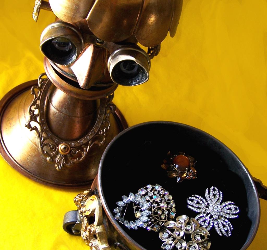 Will Wagenaar - Robot jewelry box - DUCHESS 1080-2