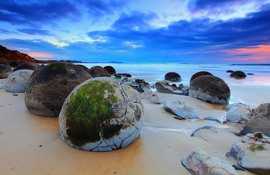 7-Moeraki Boulders -Dragon Eggs-In Koekohe Beach New Zealand
