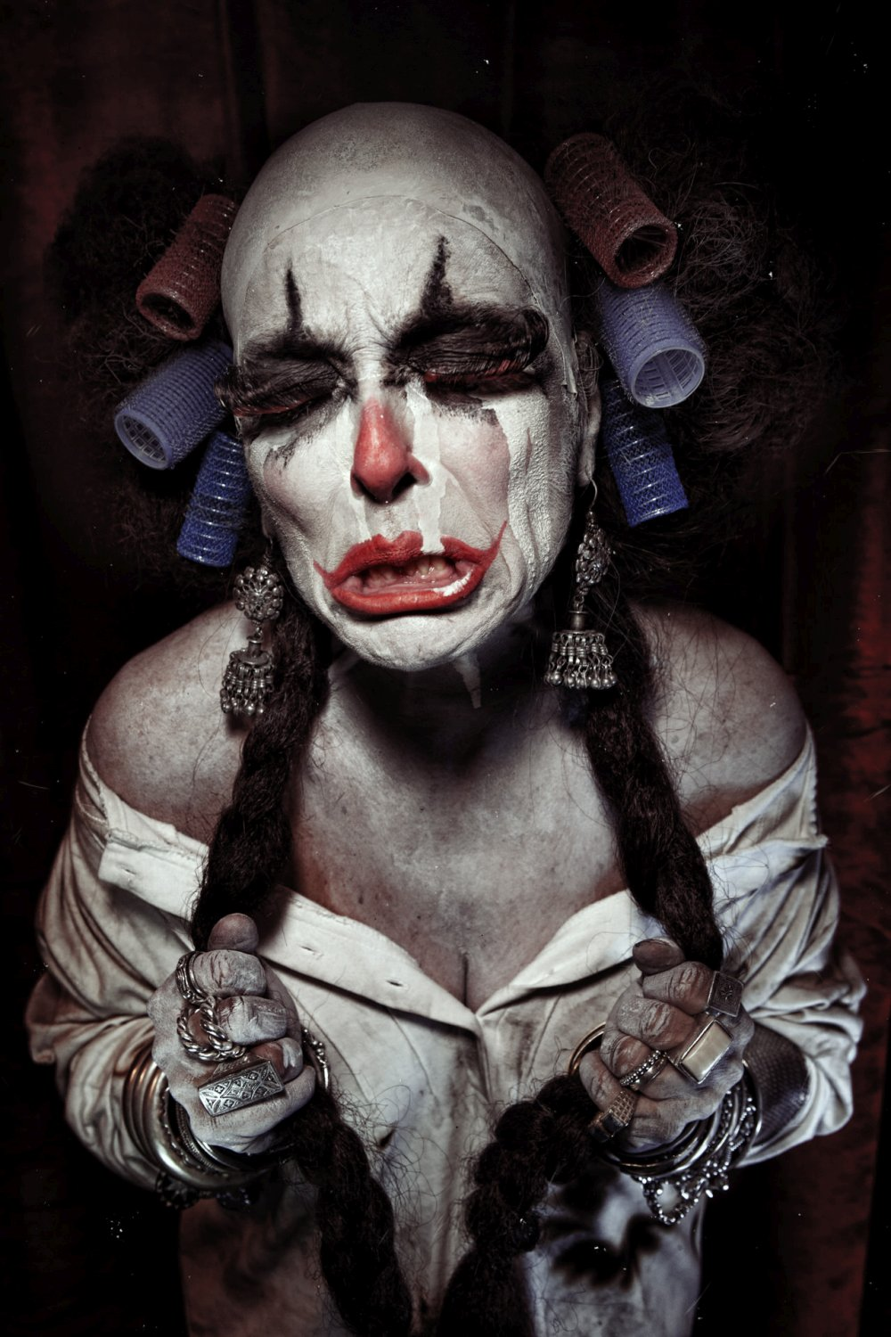 Eolo Perfido-Clownville-Photography_mother_crying
