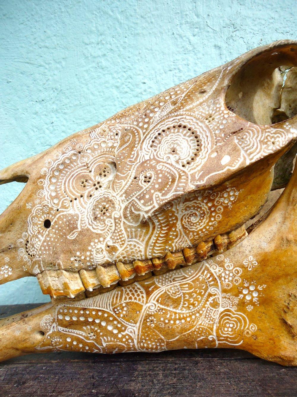 Jason Borders carved-bone-horse-458-74