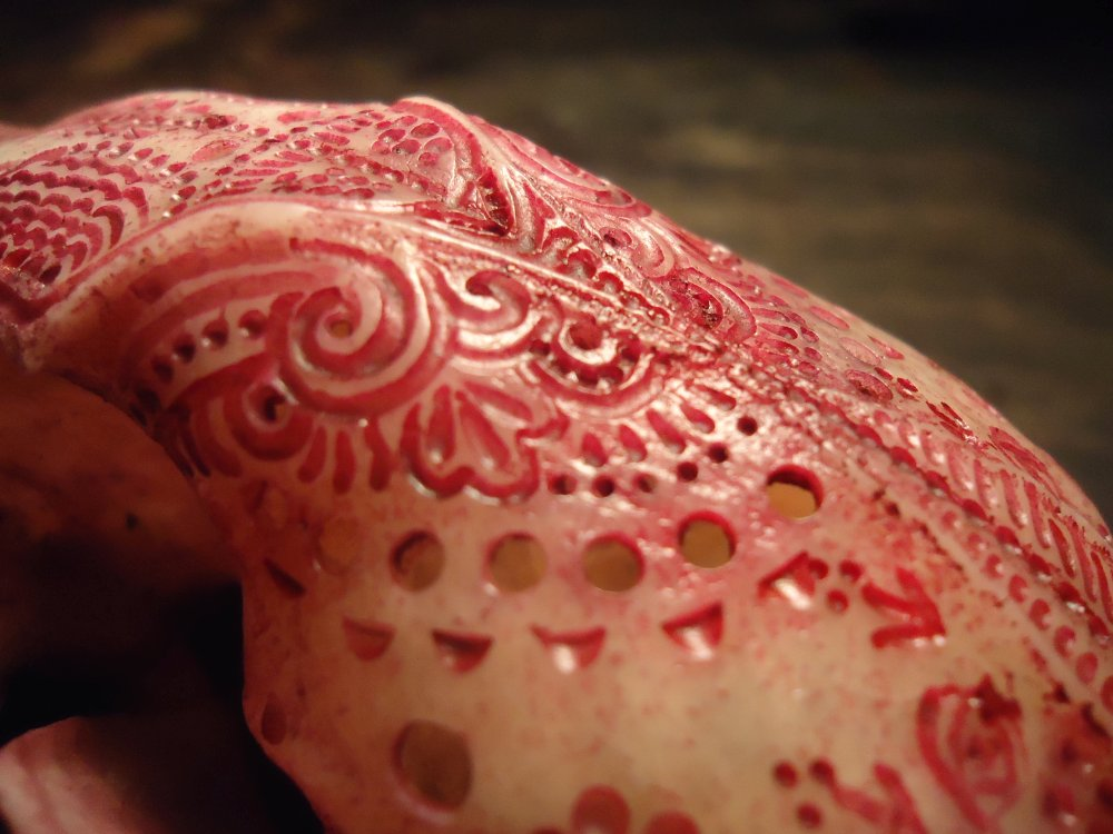 Jason Borders carved-bone-raccoon-details