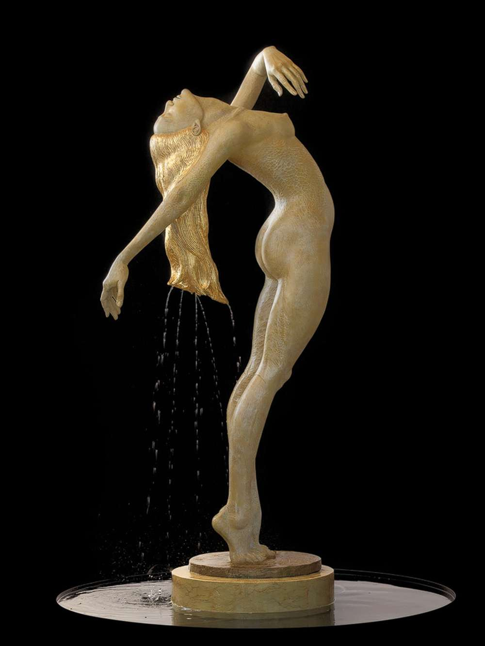 Springbrunnen, Bronzeskulptur Menade von Malgorzata Chodakowska